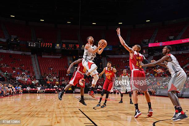 Spencer Dinwiddie of the Chicago Bulls shoots the ball against the Cleveland Cavaliers during the 2016 NBA Las Vegas Summer League game on July 17...