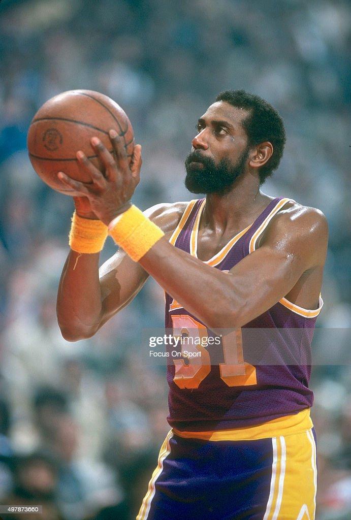 Los Angeles Lakers v Washington Bullets : News Photo