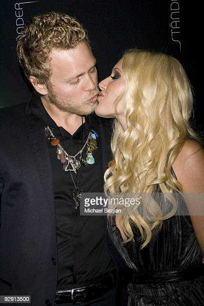 Spencer Pratt and Heidi Montag kiss at the Stander Launch Party at The Playboy Mansion on September 18, 2009 in Beverly Hills, California.