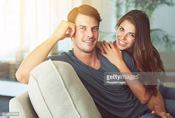 verbringen sie einen erholsamen tag zusammen - heterosexuelles paar stock-fotos und bilder