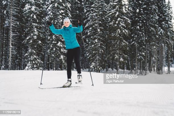 Verbringen einen Tag Langlauf im Wintermärchen