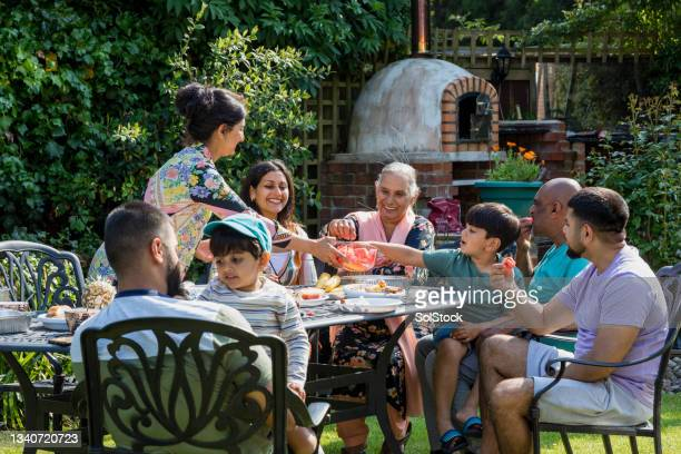 spending time as a family - human relationship stock pictures, royalty-free photos & images
