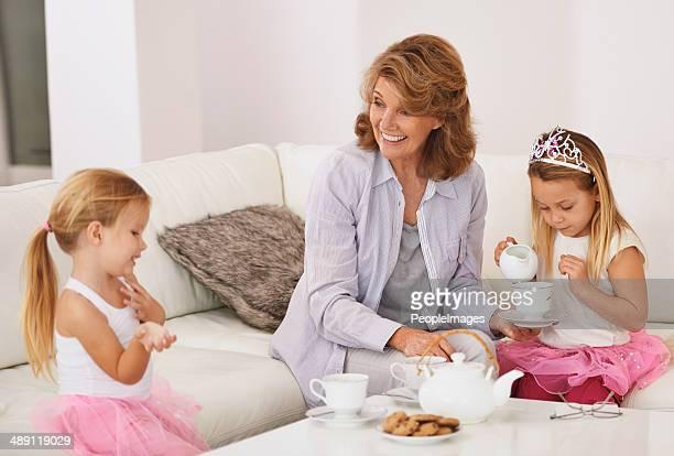 passer du temps avec ta grand-mère. - royalty free images no watermark photos et images de collection