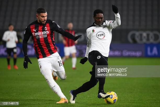Spezia's Ghanaian forward Emmanuel Gyasi outruns AC Milan's French defender Theo Hernandez during the Italian Serie A football match Spezia vs AC...