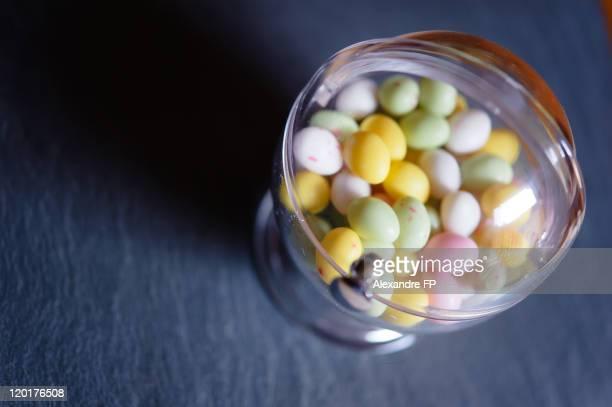 Sphere in Plexiglas with Easter eggs candies