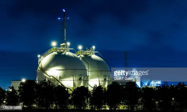 sphere tank - butane stock pictures, royalty-free photos & images