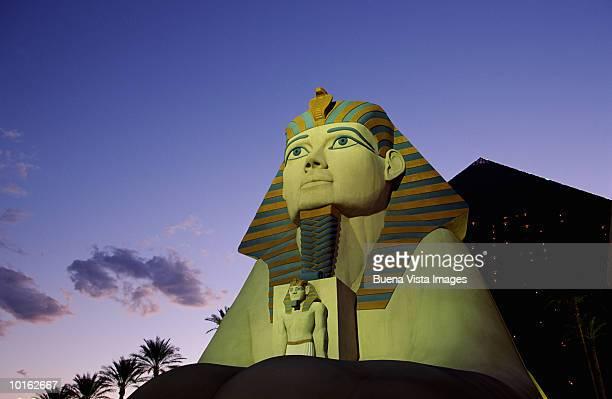 sphinx and pyramid at luxor hotel and casino, las vegas, nevada - luxor hotel stock pictures, royalty-free photos & images