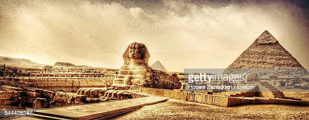 sphinx and pyramid of chephren - giza pyramids stock pictures, royalty-free photos & images