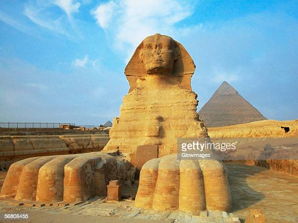 sphinx in front of pyramids, giza, cairo, egypt - giza pyramids stock pictures, royalty-free photos & images