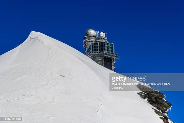 sphinx observatory at top of jungfraujoch - observatorium stock-fotos und bilder