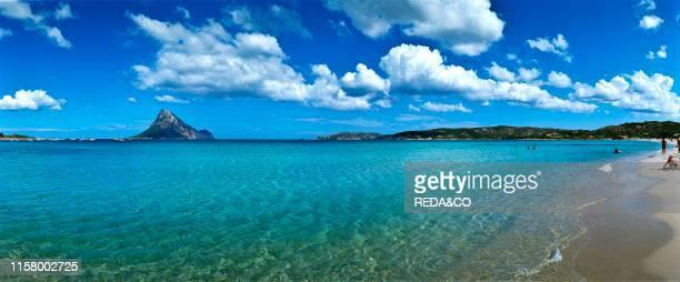 Spiaggia Porto Taverna sullo sfondo isola di Tavolara Porto Taverna e una localita turistica famosa per la sua bellissima spiaggia di sabbia bianca...