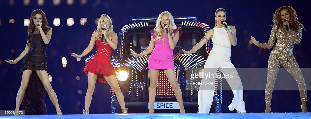 Spice Girls perform during the closing c : News Photo