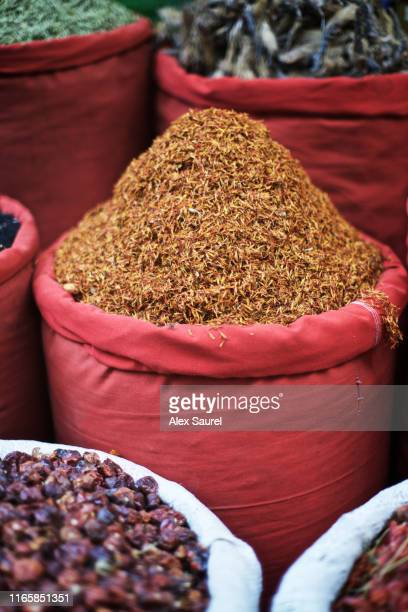 spice shop in khan el-khalili bazaar, cairo, egypt - cairo stock pictures, royalty-free photos & images
