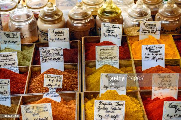 spice stand in the provencal market of antibes, cote d'azur, french riviera, france - アンティーブ ストックフォトと画像