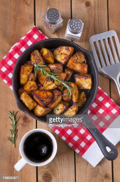 spiced baked potatoes with rosemary in a cast iron pan - ローストポテト ストックフォトと画像