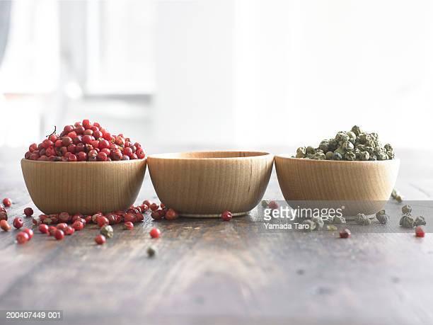 spices in bowls - cuenco madera fotografías e imágenes de stock