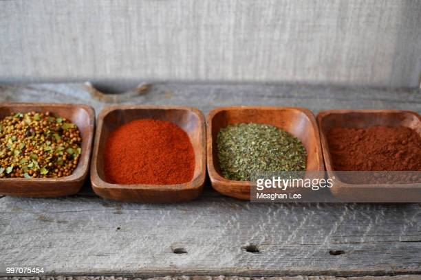 spices in rustic wooden bowl on table - ginger lee fotografías e imágenes de stock