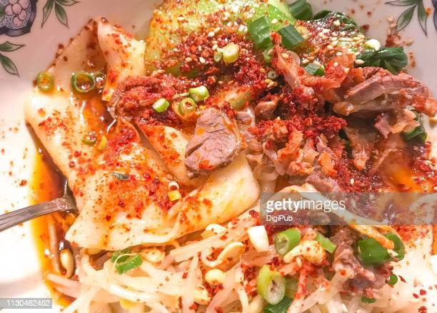 spicy biangbiang noodles or youpo chemian - ソース ストックフォトと画像