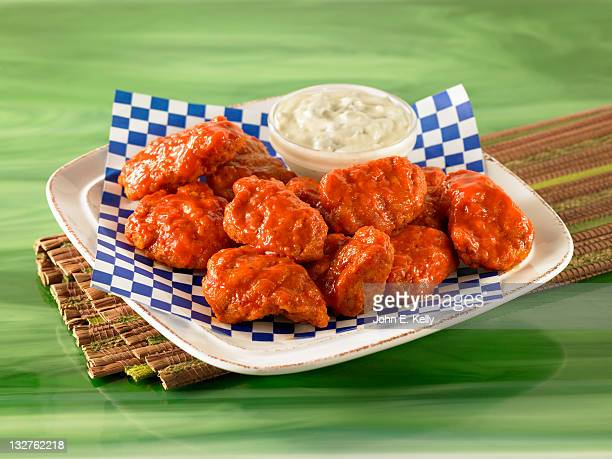 spicy chicken hot wings - empty paper plate stock photos and pictures