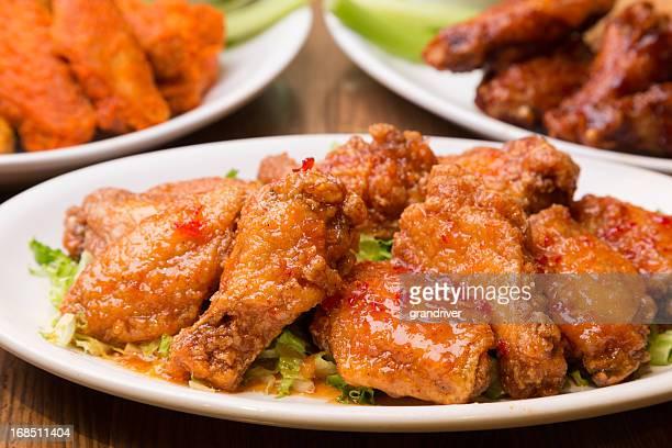 alitas de pollo - salsa fotografías e imágenes de stock