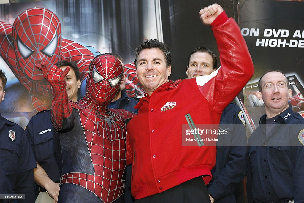 "Spider-Man and Papa John's Honor ""Hometown Super-Heroes"" in Times Square : News Photo"