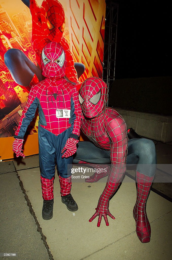 Spider Man Poses With A Young Spidey To Celebrate The Nov 1st Dvd News Photo Getty Images