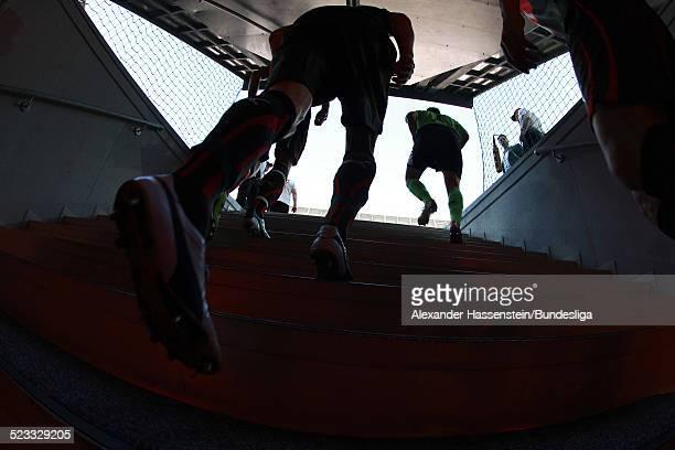 Spieler betreten durch den Spielertunnel das Spielfeld zum Bundesliga Spiel zwischen FC Bayern Muenchen und VfB Stuttgart in der Allianz Arena April...