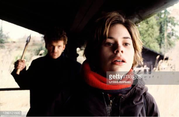 WIEGE D 1994 Spielfilm von Markus Fischer GABRIEL BARYLLI RITA LENGYEL Stichwort Axt