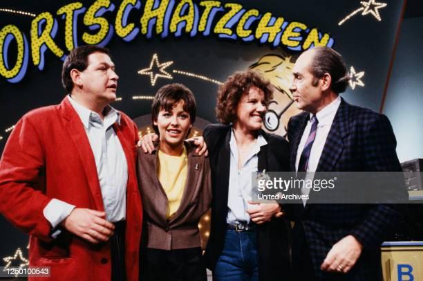 Spielshow Wortschätzchen 80er Jahre Diether Krebs Moderatorin Margarethe Schreinemakers Mariele Millowitsch und zwei Kandidaten in der ARDSpielshow...