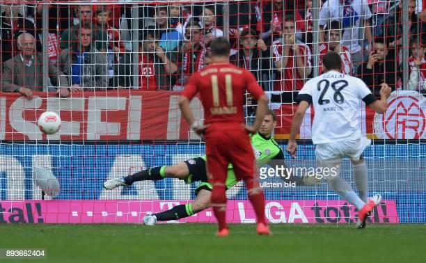3 Spieltag Saison 2012/2013 FUSSBALL 1 BUNDESLIGA SAISON 2012/2013 3 Spieltag FC Bayern Muenchen FSV Mainz 05 2 Torwart Manuel Neuer gegen Adam Szalai