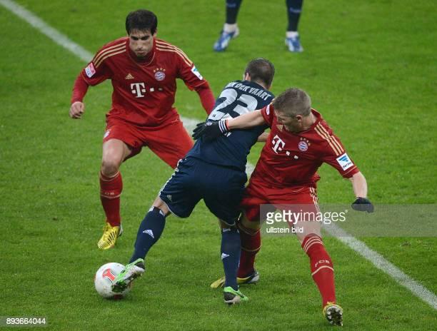 FUSSBALL 1 BUNDESLIGA SAISON 2012/2013 27 Spieltag FC Bayern Muenchen Hamburger SV Bastian Schweinsteiger gegen Rafael van der Vaart und Javi Martinez