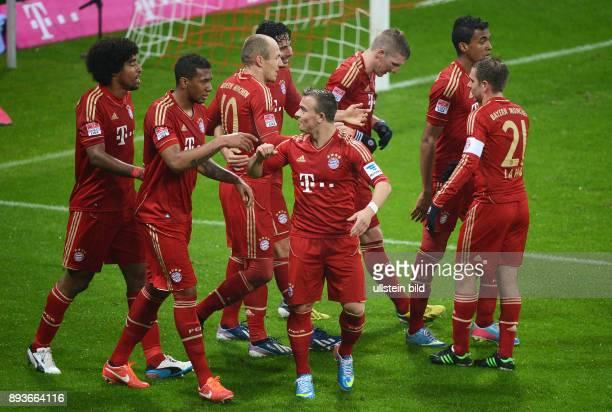 FUSSBALL 1 BUNDESLIGA SAISON 2012/2013 27 Spieltag FC Bayern Muenchen Hamburger SV Bayern Dante Jerome Boateng Arjen Robben Claudio Pizarro Xherdan...