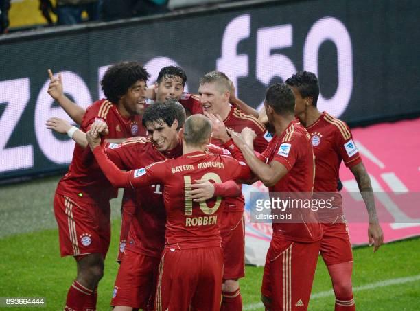 FUSSBALL 1 BUNDESLIGA SAISON 2012/2013 27 Spieltag FC Bayern Muenchen Hamburger SV Bayern Javi Martinez umarmt Arjen Robben Dante Claudio Pizarro...