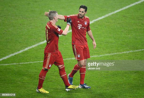 FUSSBALL 1 BUNDESLIGA SAISON 2012/2013 27 Spieltag FC Bayern Muenchen Hamburger SV Bayern Torschuetzen Bastian Schweinsteiger und Claudio Pizarro