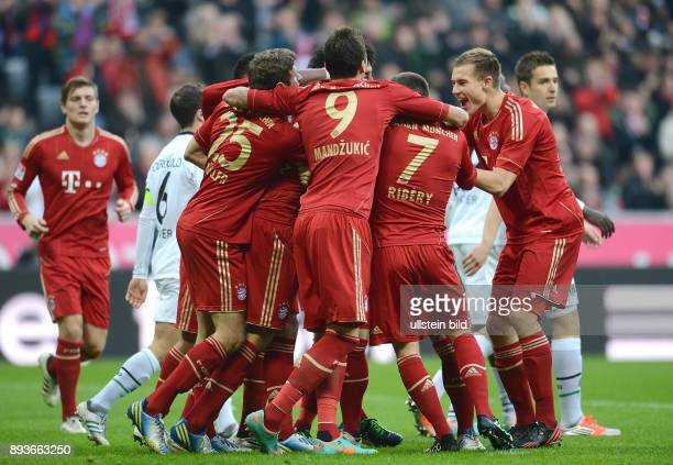 13 Spieltag Saison 2012/2013 FUSSBALL 1 BUNDESLIGA SAISON 2012/2013 13 Spieltag FC Bayern Muenchen Hannover 96 JUBEL mit Thomas Mueller Mario...