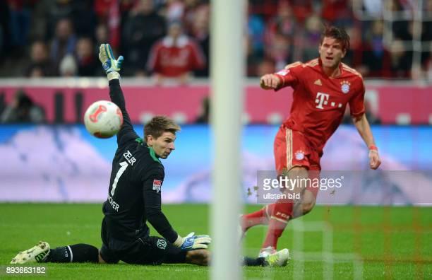 13 Spieltag Saison 2012/2013 FUSSBALL 1 BUNDESLIGA SAISON 2012/2013 13 Spieltag FC Bayern Muenchen Hannover 96 0 durch Mario Gomez gegen Torwart Ron...