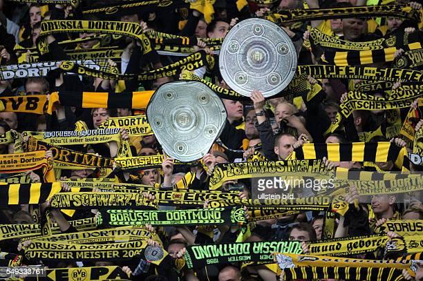 Spieltag, Saison 2011/2012 - Fussball, Saison 2011-2012, 1. Bundesliga, 32. Spieltag, Borussia Dortmund - Borussia Mönchengladbach 2-0, BVB Fans mit...