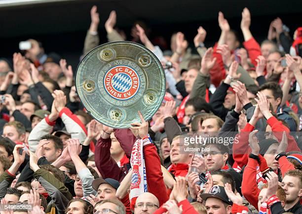 28 Spieltag Saison 2012/2013 Bayernfans halten seine symbolische Meisterschale hoch waehrend dem Fussball Bundesliga Spiel Eintracht Frankfurt gegen...