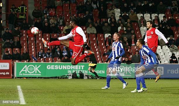 Spieltag, Saison 2012/2013 - Boubacar Sanogo, Felix Bastians, John Brooks, Zweikampf, Aktion, Spielszene, , FC Energie Cottbus - Hertha BSC Berlin,...