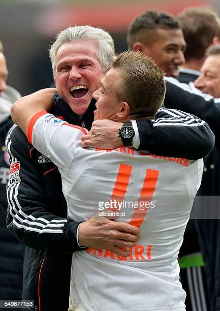 28 Spieltag Saison 2012/2013 Cheftrainer Jupp Heynckes feiert mit Xherdan Shaqiri die vorzeitige Meisterschaft nach dem Fussball Bundesliga Spiel...