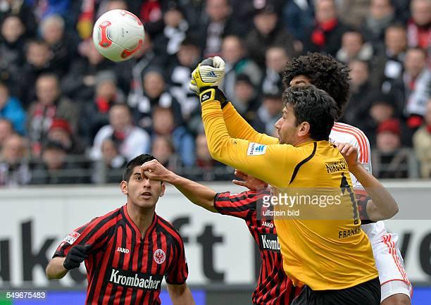 28 Spieltag Saison 2012/2013 Dante im Zweikampf mit Torwart Oka Nikolov waehrend dem Fussball Bundesliga Spiel Eintracht Frankfurt gegen FC Bayern...