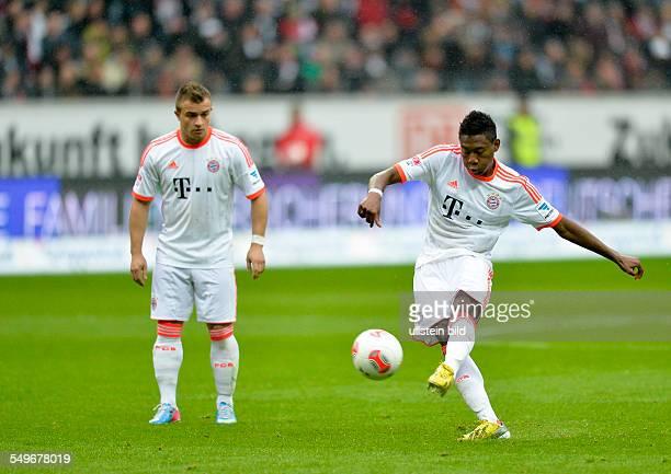 Spieltag, Saison 2012/2013 - David Alaba schiesst einen Freistoss, waehrend dem Fussball Bundesliga Spiel Eintracht Frankfurt gegen FC Bayern...