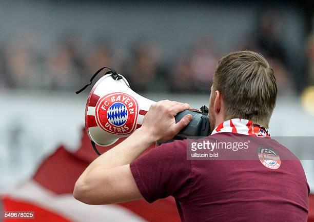 28 Spieltag Saison 2012/2013 Der Anpeitscher der Bayernfans mit seinem Megaphon waehrend dem Fussball Bundesliga Spiel Eintracht Frankfurt gegen FC...