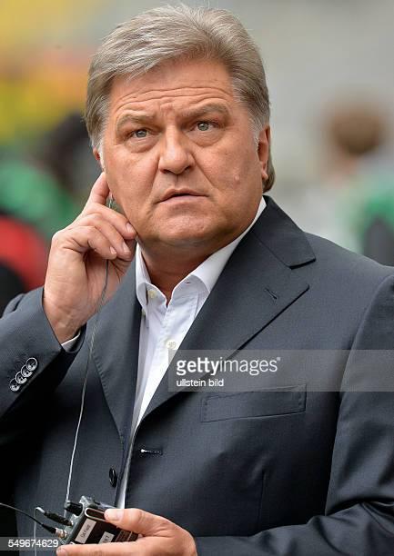 28 Spieltag Saison 2012/2013 FC Bayern Mediendirektor Markus Hoerwick verfolgt das Interview waehrend dem Fussball Bundesliga Spiel Eintracht...