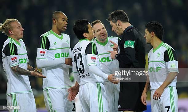 16 Spieltag Saison 2012/2013 Fussball Saison 20122013 1 Bundesliga 16 Spieltag Borussia Dortmund VfL Wolfsburg 23 vli Simon Kjaer Naldo Makoto Hasebe...