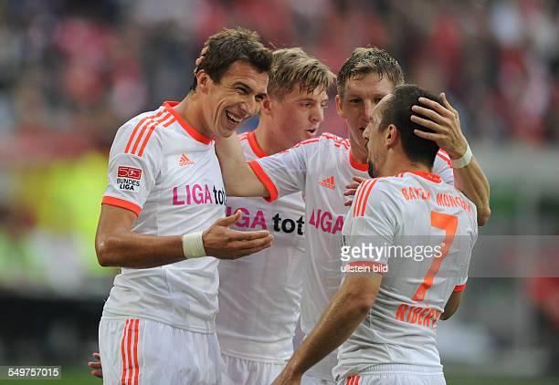 Spieltag, Saison 2012/2013 - Fussball, Saison 2012-2013, 1. Bundesliga, 8. Spieltag, Fortuna Düsseldorf - FC Bayern München 0-5, v.li., feiern Mario...