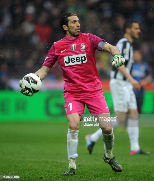 FUSSBALL INTERNATIONAL SERIE A 30 Spieltag SAISON Inter Mailand Juventus Turin Torwart Buffon Gianluigi mit Ball