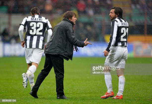 FUSSBALL INTERNATIONAL SERIE A 30 Spieltag SAISON Inter Mailand Juventus Turin Trainer Antonino Conte diskutiert mit Andrea Pirlo