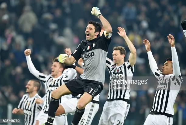 FUSSBALL INTERNATIONAL SERIE A 25 Spieltag SAISON Juventus Turin SSC Neapel Juventus Turin Torwart Gianluigi Buffon Stephan Lichtsteiner und Patrice...