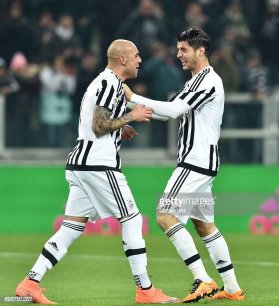FUSSBALL INTERNATIONAL SERIE A 25 Spieltag SAISON Juventus Turin SSC Neapel Juventus Turin Simone Zaza umarmt Alvaro Morata